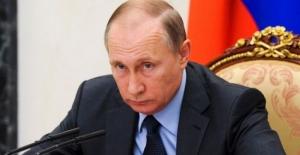 Putin: Bazı Ülkeler Askeri Güç Kullanarak Teröristlerin Ekmeğine Yağ Sürüyor