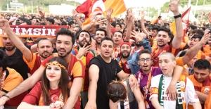 25 Bin Taraftar Şampiyonluk İçin Vadistanbul'da Toplandı