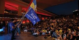 Final Four'da Final Heyecanı Binlerce Kişi ile Beraber Zorlu PSM Merdivenlerinde Yaşandı!
