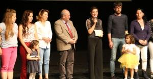 Kuşadası Belediyesi Kadın Tiyatrosu'na Direklerarası Seyirci Ödülü