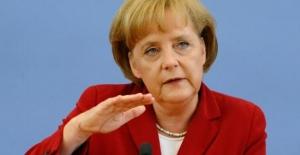 Alman Basını: Merkel Ve Seehofer Gitmek Zorunda Kalabilir
