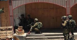 Batı Şeria'da Filistinli Bir Genç Öldürülürken 15 Filistinli Gözaltına Alındı