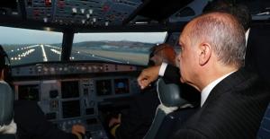 Cumhurbaşkanı Erdoğan'ın Uçağı, İstanbul'un 3. Havalimanına İlk İnişi Gerçekleştirdi