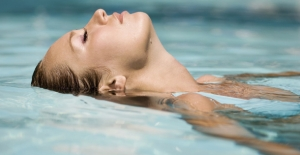 Denizden Ve Havuzdan Çıktıktan Sonra Kulaklarınızı Islak Bırakmayın!