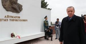 Cumhurbaşkanı Erdoğan Aytmatov'un Kabrini Ziyaret Etti