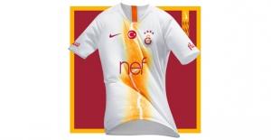 Nike, Galatasaray'ın 2018-2019 Sezonunda Giyeceği 3. Formasını Tanıttı