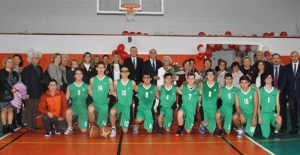 Bakırköy Anadolu Lisesi Spor Salonu'na Kavuştu