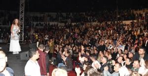 İzmir'de Üç Bin Kişilik Yıldız Tilbe Korosu