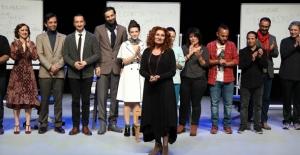 """İBB Şehir Tiyatroları'nın Yeni Oyunu """"Uzlaşma"""" Seyirciyle Buluştu"""
