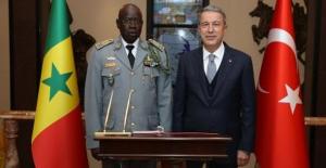 Bakan Akar, Senegal Genelkurmay Başkanı Cheikh Gueye'yi Kabul Etti