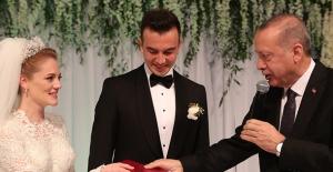 Cumhurbaşkanı Erdoğan, Nihat Zeybekci'nin Oğlunun Nikah Şahidi Oldu