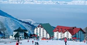 Erzurum'da Düşen İlk Kar Kayak Sezonunu Başlattı!