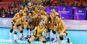 Okan Üniversitesi Hastanesi Dünya Şampiyonu Vakıfbank'ı Tebrik Etti
