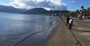 Plajlar Amatör Balıkçılara Kaldı
