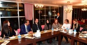 Başkan Çetin: Candostlarımızı Yalnız...
