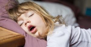 Çocuklarda Geniz Eti Ameliyatı Ne Zaman Yapılmalı?