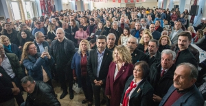 Kuşadası'nda CHP 'ye Rekor Katılım 2 Saat İçinde 1384 Kişi Üye Oldu