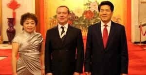 Medvedev, Rusya'daki Çin Büyükelçiliği'ni Ziyaret Etti