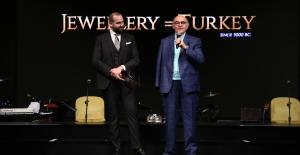 Atasay Kamer'e Sektör Duayeni Ödülü