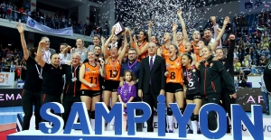 AXA Sigorta Bayanlar Kupa Voley'de Şampiyon Eczacıbaşı VitrA