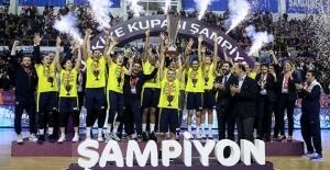 Basketbol'da Kadınlar Türkiye Kupası Fenerbahçe'nin