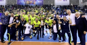 Fenerbahçe, AXA Sigorta Kupa Voley'de Finalde