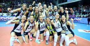 Fenerbahçe Opet, AXA Sigorta Kupa Voley'de Finalde