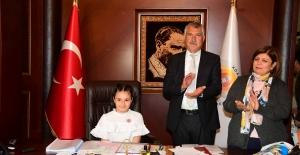 Adana Büyükşehir'de Miniklerin 23 Nisan Ve Makam Coşkusu