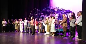 """İBB Şehir Tiyatroları'nın Yeni Oyunu """"Mavi Kuş"""" Seyirciyle Buluştu"""