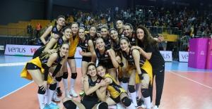 VakıfBank Sultanlar Ligi'nde finalde