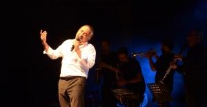 Kuşadası'nda Kuzeyin Oğlu'ndan Müzik Ziyafeti