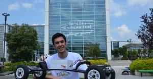 Üniversite Öğrencisi Kendi Elektrikli Kaykayını Üretti