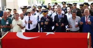Bakan Akar Emekli Tuğgeneral Armen'in Cenaze Törenine Katıldı