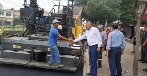 Başkan Karalar, Asfaltlama Çalışmasını Denetledi, İşçilere Teşekkür Etti