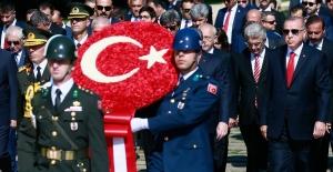 Cumhurbaşkanı Erdoğan, Anıtkabir'de Düzenlenen Törene Katıldı