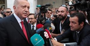 Cumhurbaşkanı Erdoğan, Cuma Namazı Sonrası Gazetecilerin Gündeme İlişkin Sorularını Yanıtladı