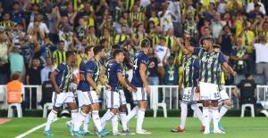 Fenerbahçe Lige Farklı Başladı