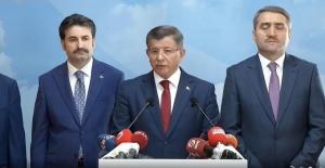 Eski Başbakan Davutoğlu, AK Parti'den İstifa Etti