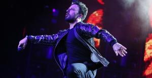 Tarkan'ın Açıkhava Konserleri İki Yılın Ardından Büyük Bir Coşkuyla Başladı