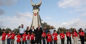 Cumhurbaşkanı Erdoğan, Vezirköprü Meşeli Köyü'nden Gelen İlkokul Öğrencilerini Kabul Etti