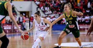 A Kadın Milli Takımımız Litvanya'yı Farklı Mağlup Etti