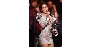 Amerikalı Ünlü Şarkıcı Halsey, MTV Europe Music Awards Etkinliğine RaisaVanessa Tasarımı Elbisesiyle Katıldı