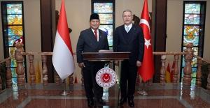 Bakan Akar, Endonezya Savunma Bakanı Subianto İle Bir Araya Geldi
