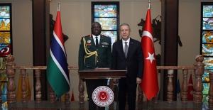 Bakan Akar, Gambiya Genelkurmay Başkanı Korg. Kinteh'i Kabul Etti