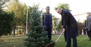 Cumhurbaşkanı Erdoğan, İkmal, Maliye Okulu Ve Eğitim Merkezi Komutanlığını Ziyaret Etti