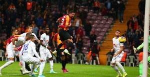 Galatasaray, Rizespor'un İşini İlk Yarıda Bitirdi