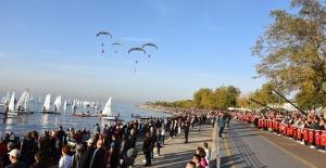 Kadıköy'de 'ATA'ya Saygı Zinciri'