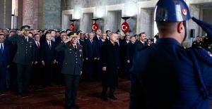 Kılıçdaroğlu, Atatürk'ü Anma Törenine Katıldı