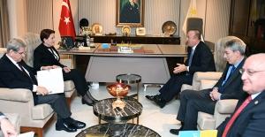 Akşener, Dışişleri Bakanı Mevlüt Çavuşoğlu'nu Kabul Etti