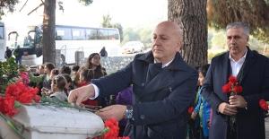 Atatürk'ün Silah Arkadaşı Kuşadalı Mahmut Esat Bozkurt Mezarı Başında Anıldı